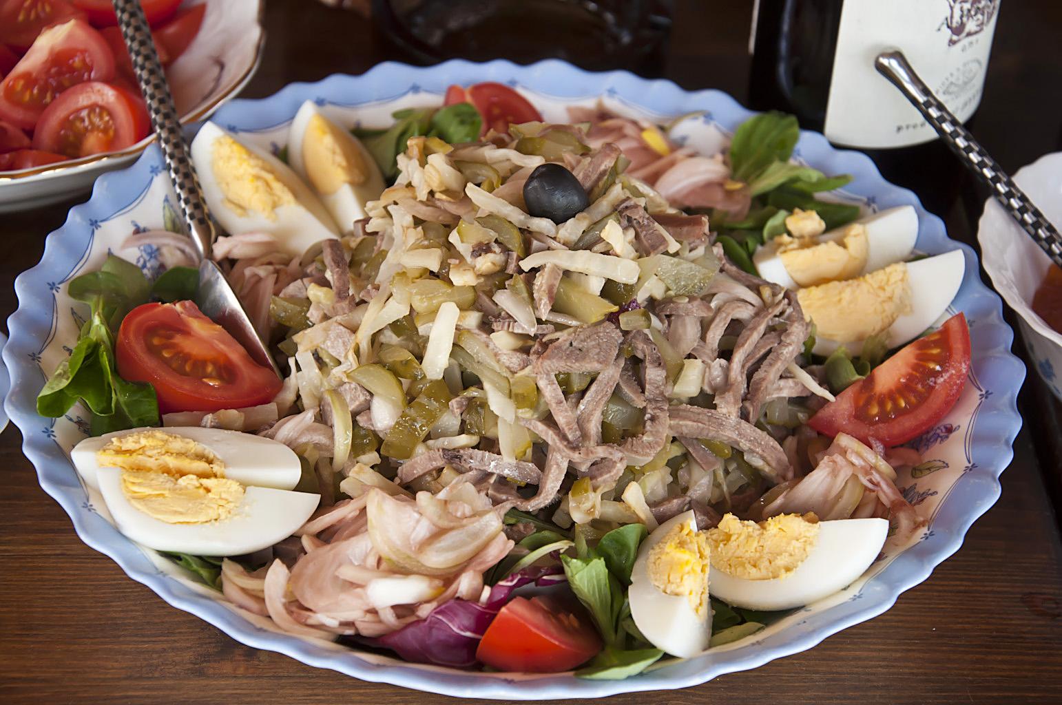 Салат из языка с сельдереем