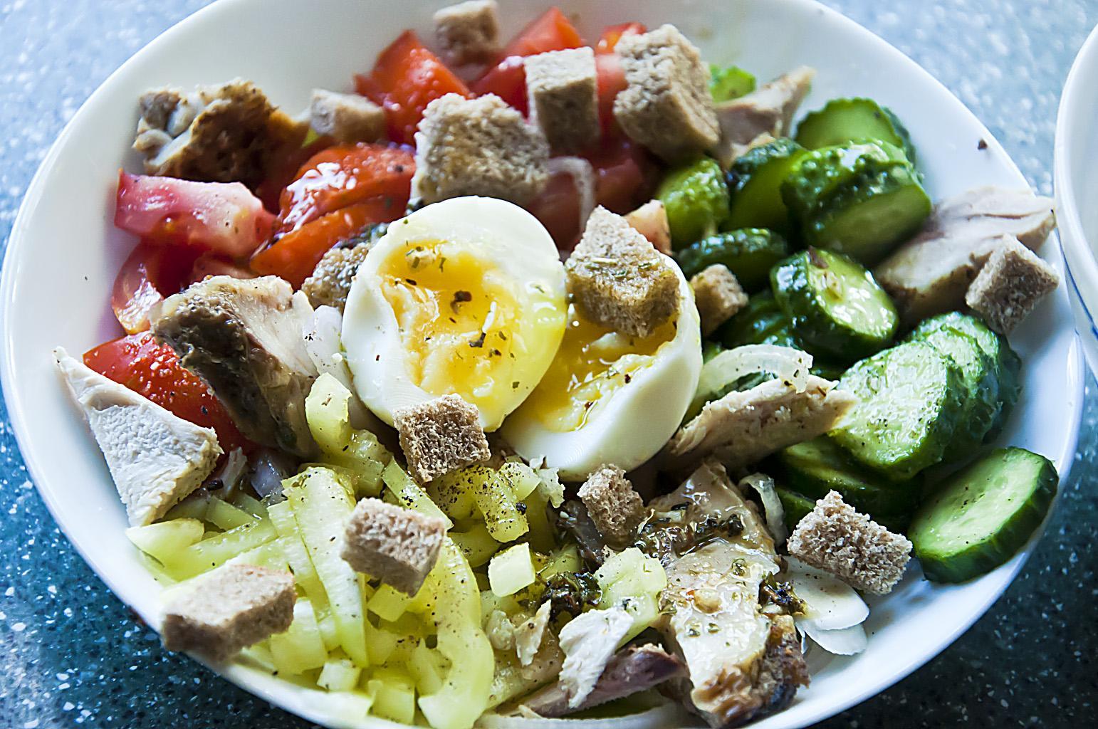 Салат с холодным цыпленком