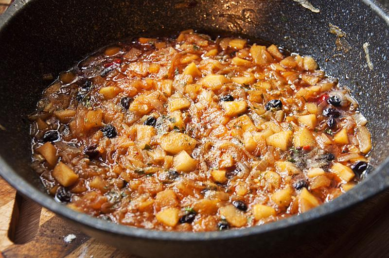 Тефтели в луковом кисло-сладком соусе