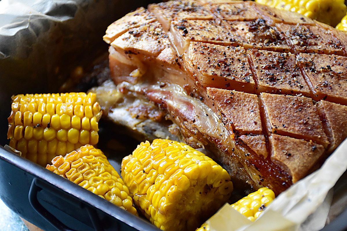 Свиные ребрышки с кукурузой